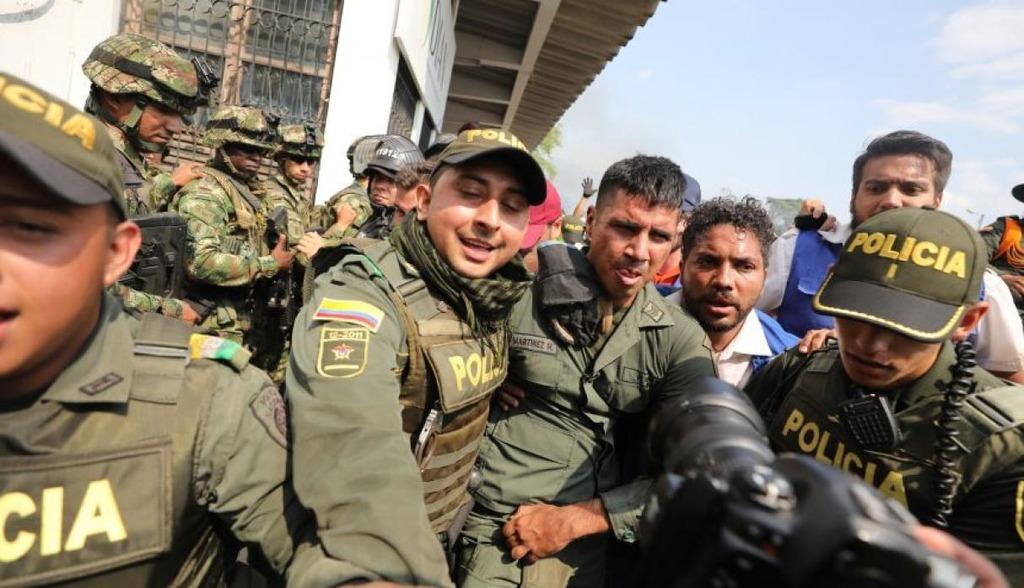 дезертировавший военный Венесеулы и полиция Колумбии