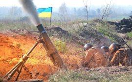 Боевики ВСУ накрыли огнём жилой дом и автомобили в Докучаевске