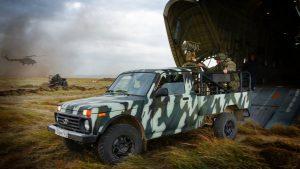 Возвращение тачанок: российская армия испытала многоцелевой автомобиль с пулеметным вооружением «Лада 4×4»