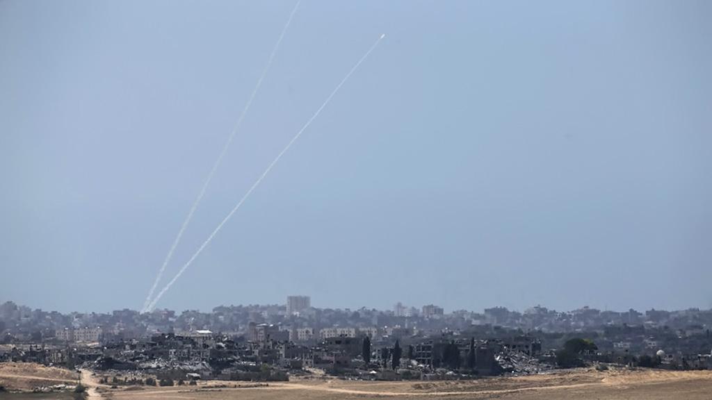 Израильские военные засекли пуски 50 ракет из сектора Газа в направлении Израиля десятки из них перехвачены. Тем не менее в результате рак