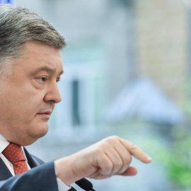 Порошенко призвал Меркель ужесточить санкции в отношении России