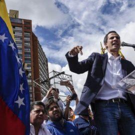 Гуайдо заявляет, что готов одобрить военную интервенцию в Венесуэлу
