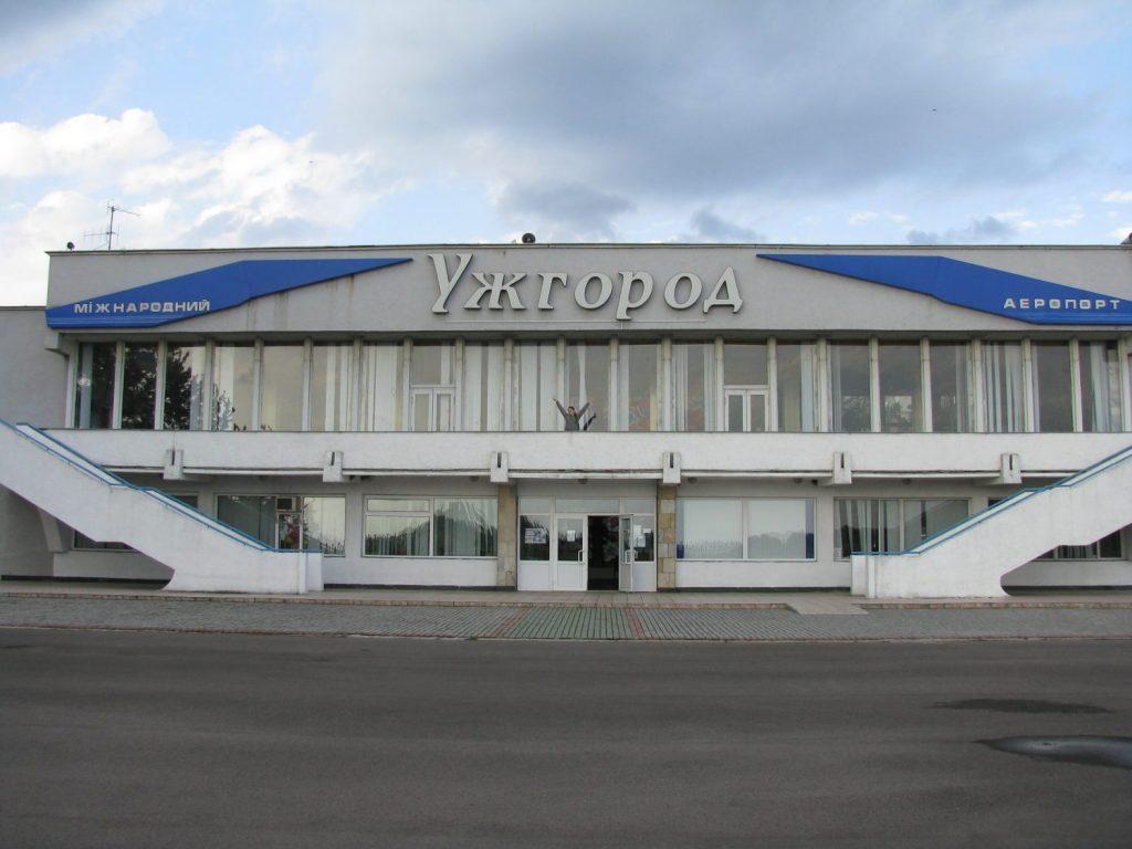 Зачем Омеляну новый «хаб»: Аэропорт Ужгорода не поддался Омеляну