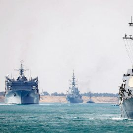 Испания спешно отзывает свой корабль из ударной группы ВМС США