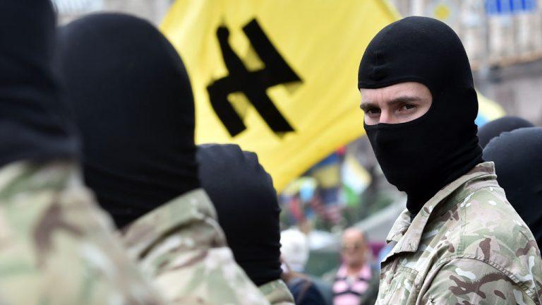 Украинские радикалы избили человека за надпись Россия на куртке