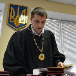 Суд открыл дело о запрете выезда Порошенко из Украины