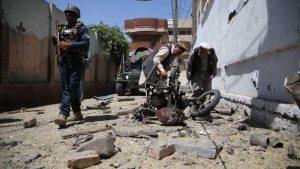 В результате взрыва, прогремевшего в провинции Герат на западе Афганистана погибли по меньшей мере пять детей, еще 20 человек получили ранения, сообщает агентство Pajhwok со ссылкой на местные власти. По предварительным данным, взорвался начиненный взрывчаткой мотоцикл.