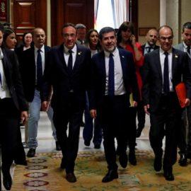 Каталонских «депутатов-сепаратистов» под стражей отвели в парламент Испании