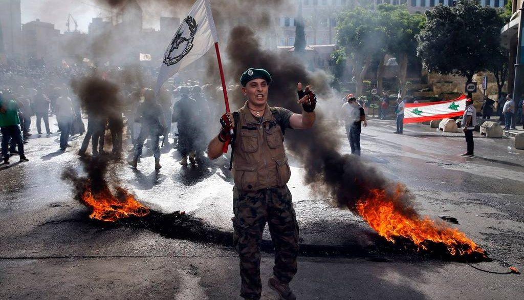 протестующий против реформ отставной военный Ливана