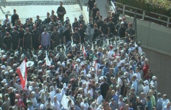 протесты против реформ у здания правительства Ливана