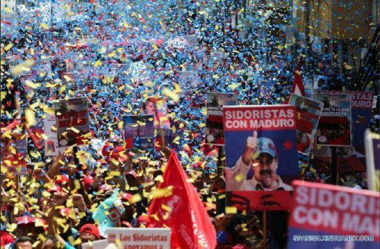 поддерживающий митинг по поводу годовщины переизбрания Николаса Мадуро президентом Венесуэлы