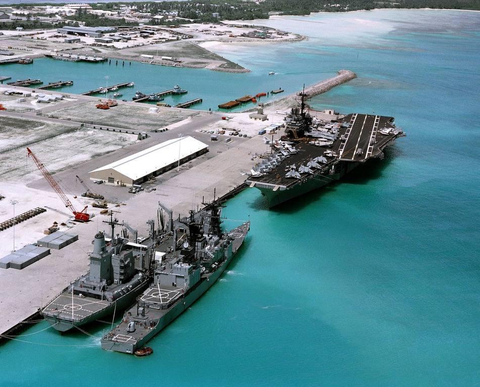 военная база Диего-Гарсия и авианосцы США