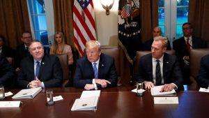 президент США Доналд Трамп, госекретарь Майк Помпео и и.о. главы Минобороны Патрик Шэнахэн
