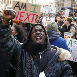 NBC: Саботажников-афроамериканцев в США может закидывать РФ