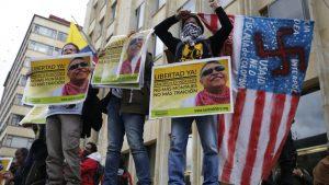 протест против ареста бывшего лидера партизан Колумбии FARC Хесуса Сантрича