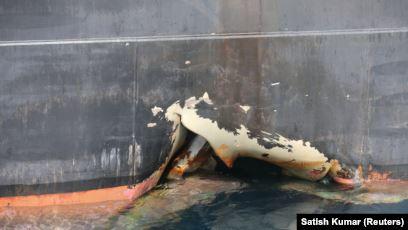пробоина в танкере, стоявшем в порту Фуджейра - ОАЭ