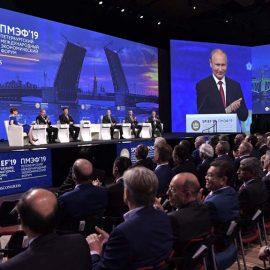 На экономическом форуме в Петербурге заключены соглашения на сумму в 3,1 трлн. руб.