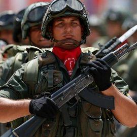 США мешают строить завод по производству автомата Калашникова в Венесуэле