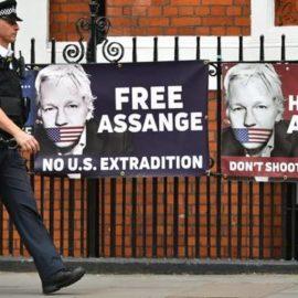 МВД Великобритании распорядилось выслать Ассанжа в США