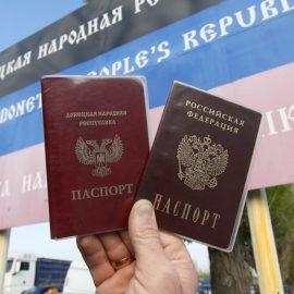Первые жители ДНР и ЛНР получили российские паспорта на руки