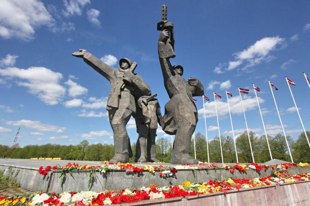 Сейм Латвии одобрил снос памятника Освободителям Риги