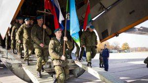 В Сербии стартовали совместные тактические учения России, Белоруссии и Сербии «Славянское братство», направленные на отработку взаимодействия в борьбе с терроризмом. В маневрах, которые продлятся до 27 июня, принимают участие более 1 тыс. военных из трех стран, а также задействовано более 50 единиц военной техники.