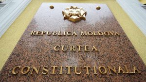 Конституционный суд Молдавии в субботу провел чрезвычайное заседание, в ходе которого отменил все свои решения, принятые 7-9 июня, которые привели к двоевластию и непризнанию нового правительства и спровоцировали в стране политический кризис.