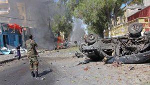 Два мощных взрыва прогремели в субботу в столице Сомали Могадишо. По данным агентства