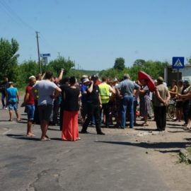 Жители оккупированной Константиновки блокируют трассу — перекрыт водовод