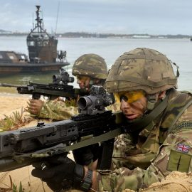 Великобритания направит на Ближний Восток морских пехотинцев