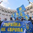 Посол Украины в Берлине Андрей Мельник обвинил немецких политиков из партии СДПГ Штефана Вайля и Мануэлы Швезиг в «предательстве украинского народа», после их предложений признать обоюдный вред санкций, наложенных на Россию со стороны стран ЕС в ответ на украинский кризис.
