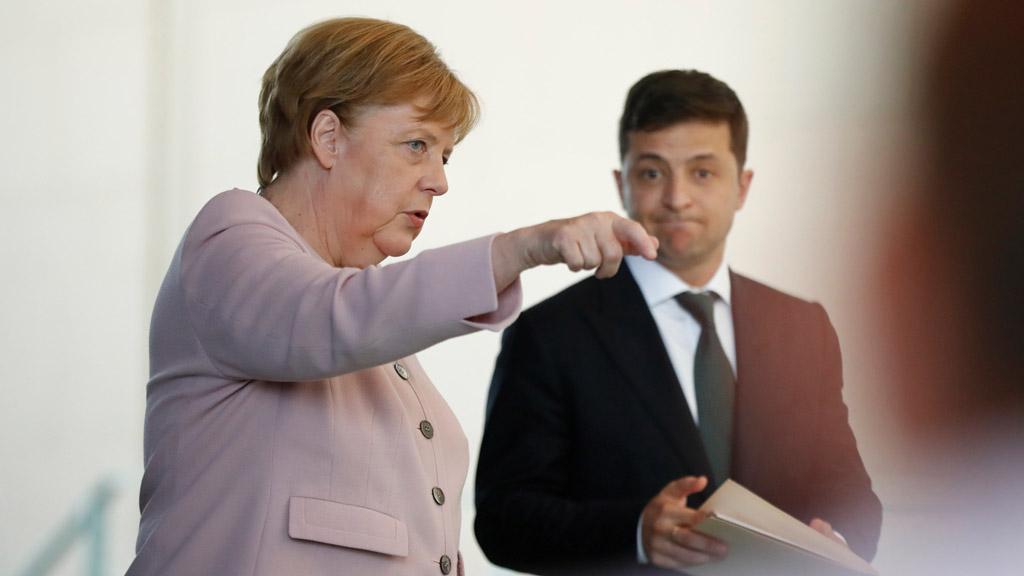 Сегодня президент Украины Владимир Зеленский находился с официальным визитом в Германии. В рамках него он провел встречи с главой Бундестага Вольфгангом Шойбле и канцлером ФРГ Ангелой Меркель.