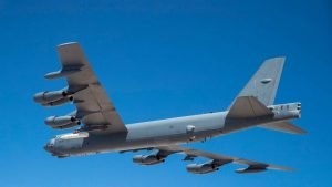 Видео: Первый полёт американского B-52 с гиперзвуковой ракетой
