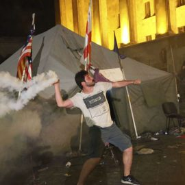Грузинские радикалы напали на съёмочную группу телеканала «Россия 24»