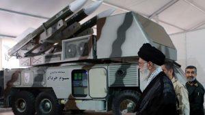 иранский аятолла Хаменеи на смотре систем ПВО Ирана Khordad-3