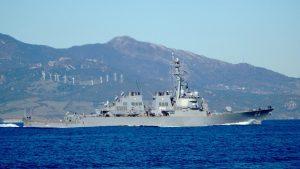 Американский ракетный эсминец USS Carney направляется в Черное море