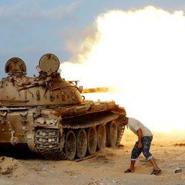 Танковая атака в Триполи попала на видео