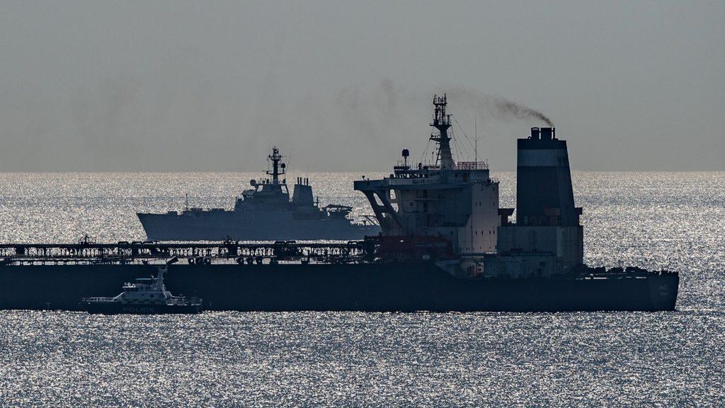 нефтяной супертанкер арестованный у Гибралтара