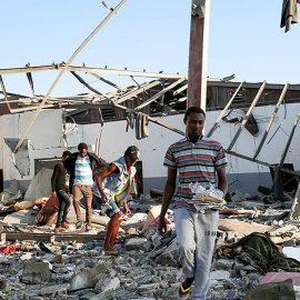 Attacco aereo sul campo dei migranti in Libia
