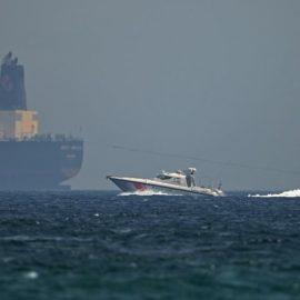 Иран подумывает брать плату за проход судов через Ормузский пролив