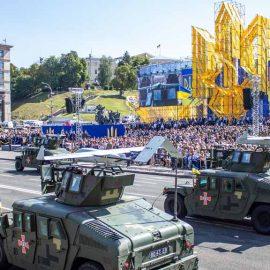 Военно-парадная истерия