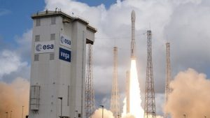 Запуск ракеты с военным спутником ОАЭ закончился аварией — [видео]