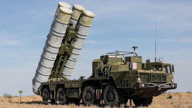 Группа американских сенаторов обратились к президенту США Дональду Трампу с требованиями ввести санкции против Анкары, в соответствии с законом «О противодействии противникам Америки через санкции», в связи с начавшимися поставками российских зенитно-ракетных комплексов С-400.