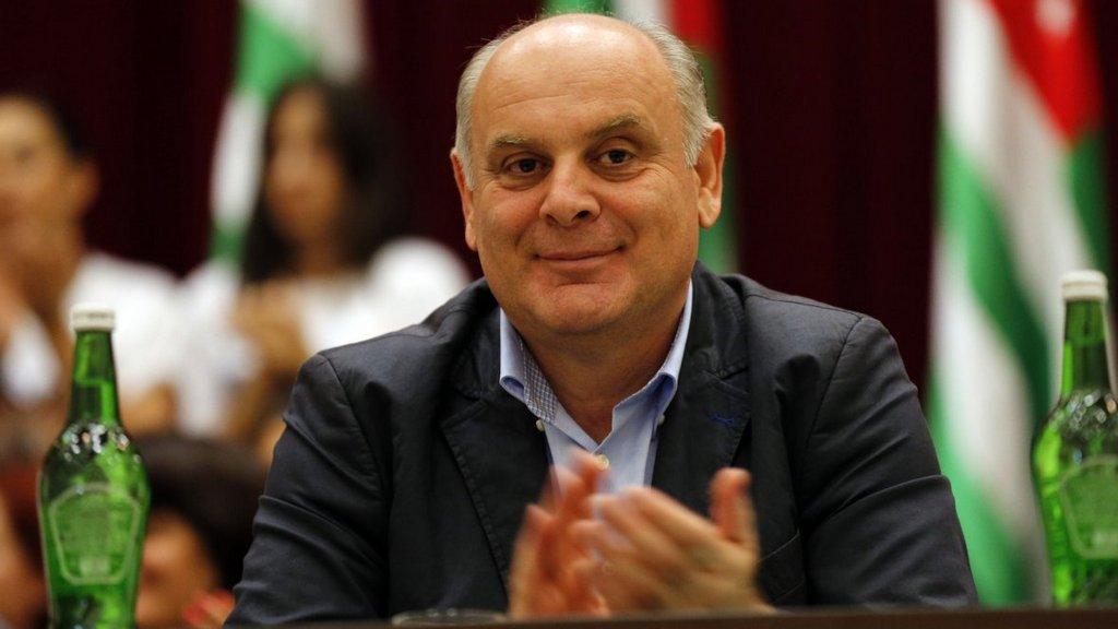 Лидер абхазской оппозиции Бжания небудет баллотироваться впрезиденты