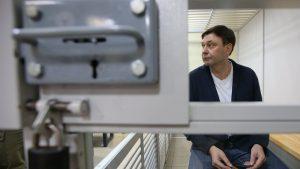 15 июля Подольский райсуд Киева перенес решение по делу руководителя «РИА Новости Украина» Кирилла Вышинского, обвиняемого в государственной измене, на 19 июля. Ранее пресс-секретарь генпрокурора Украины Лариса Сарган допустила, что Вышинский может быть освобожден из-под ареста уже сегодня.