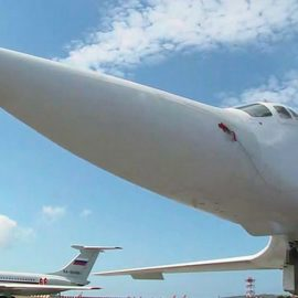 Полёт ракетоносцев Ту-160 над Балтийским морем — [видео]