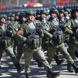 Первая крупная партия автоматов АК-12 поступила в российскую армию