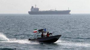 танкер и катер армии Ирана