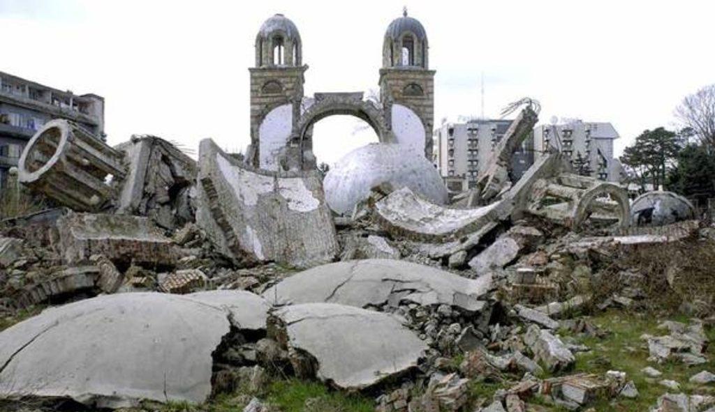 разрушенная в Дьяковице - Косово - православная церковь Святой Троицы