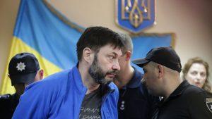 Вчера Подольский районный суд Киева решил оставить под стражей политзаключенного журналиста Кирилла Вышинского. Согласно решению суда, в рассмотрении дела журналиста объявлен перерыв до 16 сентября, а мера пресечения в виде содержания в СИЗО была продлена до 19 сентября.